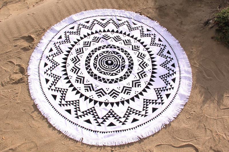 Serviette Ronde Eponge : serviette de plage ronde mandala tendances du monde ~ Teatrodelosmanantiales.com Idées de Décoration