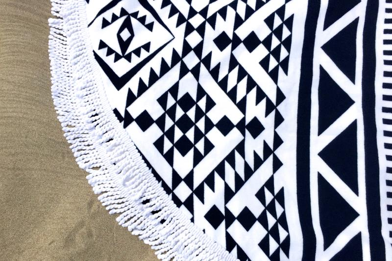 serviette de plage ronde motif azt que tendances du monde. Black Bedroom Furniture Sets. Home Design Ideas