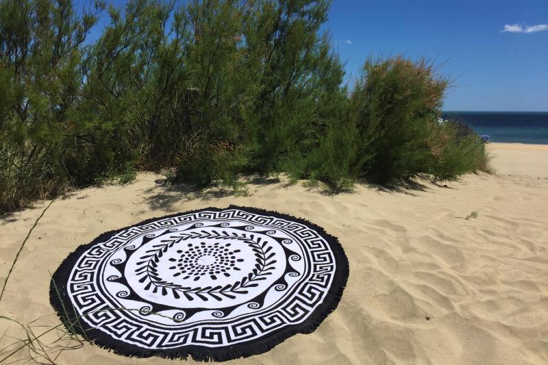 serviette de plage ronde tribal noir tendances du monde. Black Bedroom Furniture Sets. Home Design Ideas